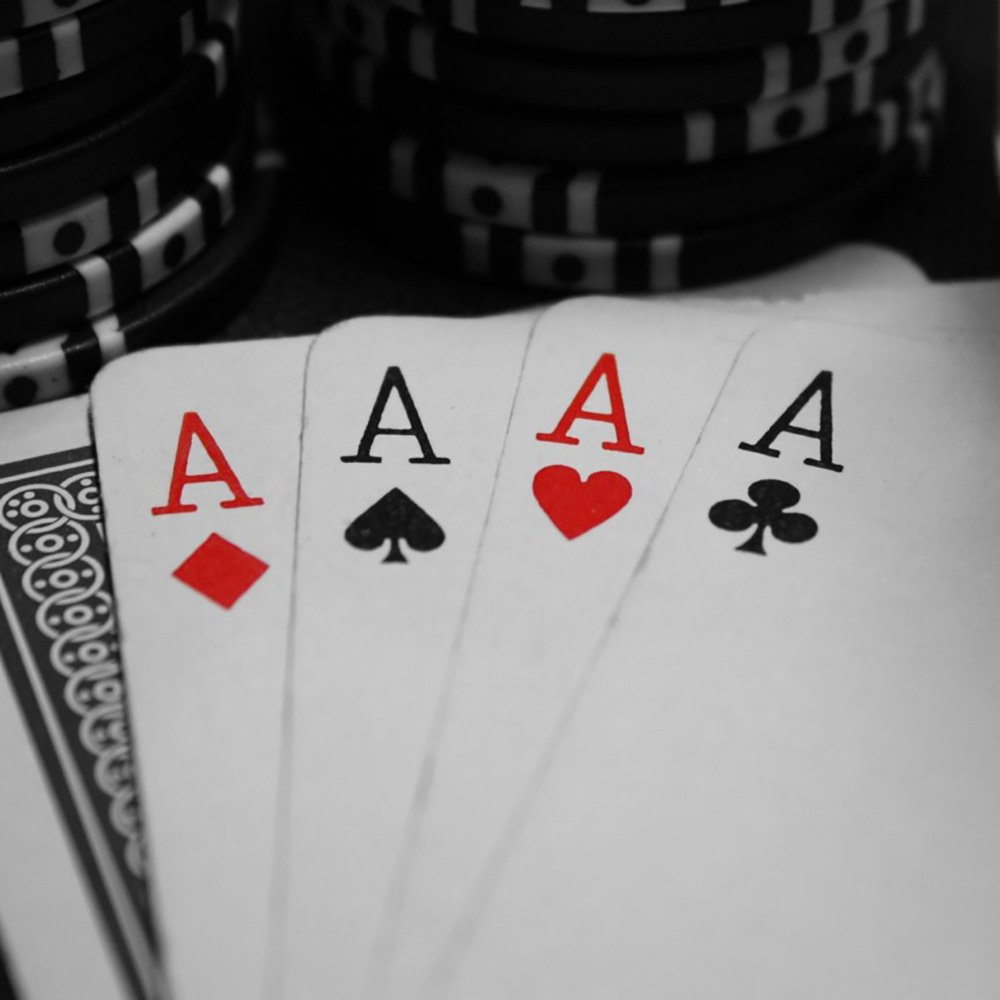 Un poker d'assi servito