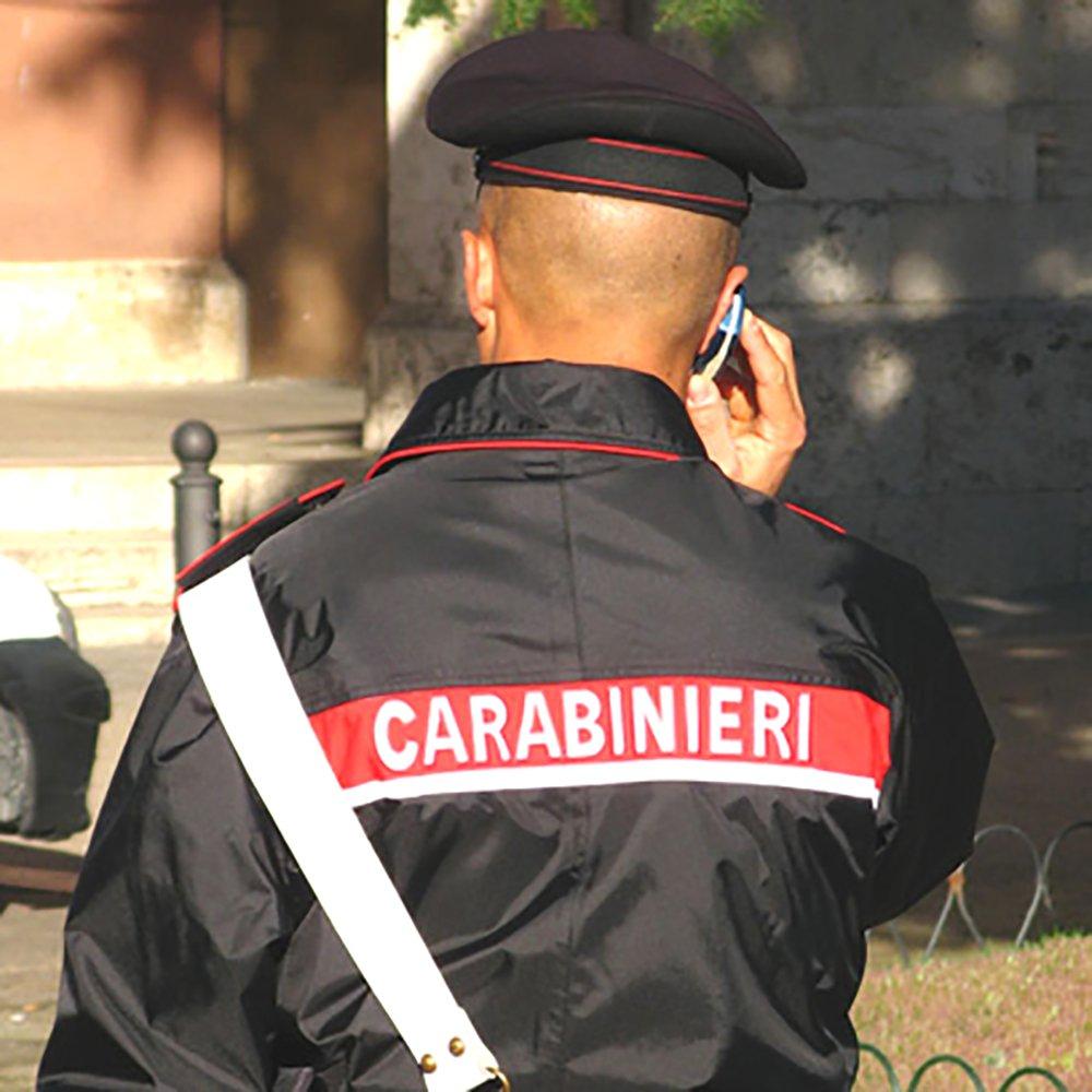 Un carabiniere e la telefonata a sua moglie